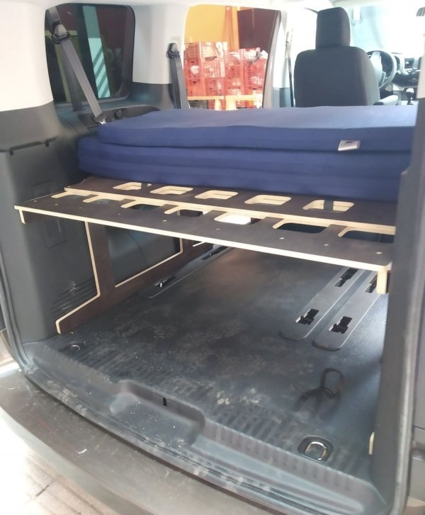 Kit camper Peugeot Traveller: estructura + colchón